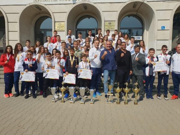 Българските таекуондости безапелационни на Балканското първенство