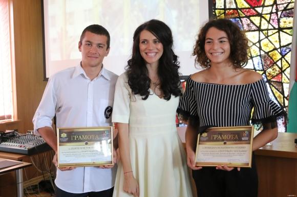 Министър Кралев и заместник-министър Колева наградиха участниците в...