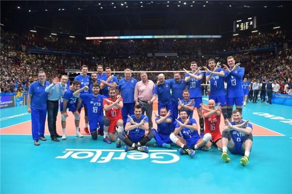 Русия нанесе първа загуба на Италия и запази шансове за финалите (видео + снимки)