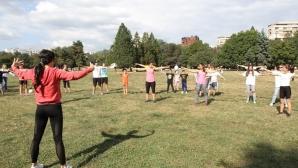 Златното момиче Ренета Камберова спортува #БЕЗ ОПРАВДАНИЯ в Южния парк
