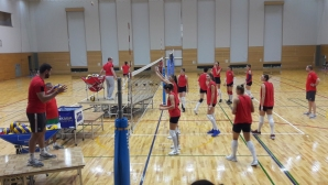 """Волейболистки на """"Чайките"""" помагат на българките"""