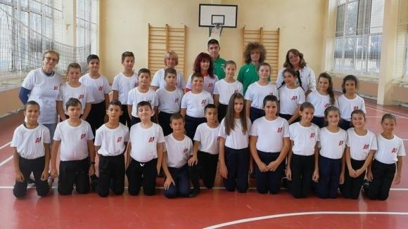 Валентин Андреев и Веселин Живков се срещнаха с бъдещи атлети в училище