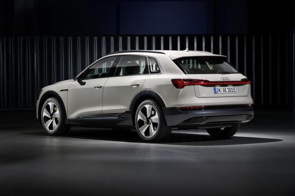 Audi e-tron стъпи на пазара с 10 хил. предварителни поръчки