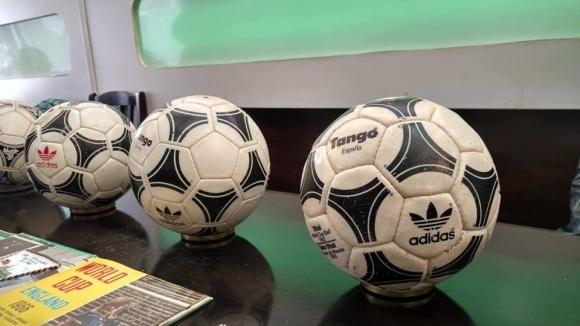 Уникални неща на сбирката на футболни колекционери в София (снимки)