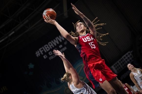 Защитаващият титлата си САЩ се класира за финала на Световното първенство по баскетбол за жени