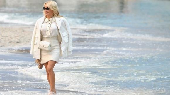 Памела Андерсън отново е кралицата на плажа (снимки)