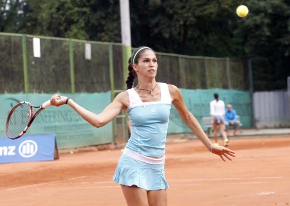Шиникова и Найденова стартираха с победи в Португалия