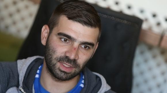 Завръщането на Владо Стоянов се отлага, стражът замина спешно за Барселона
