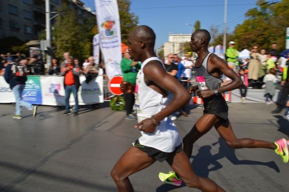 Трима в люта битка за 20-хилядния джакпот в маратона на София