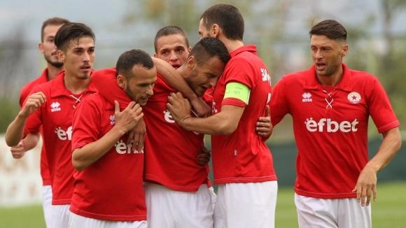 Волен Чинков ще свири дербито от Втора лига