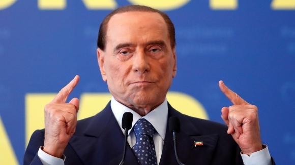 Берлускони забрани татуировките и брадите