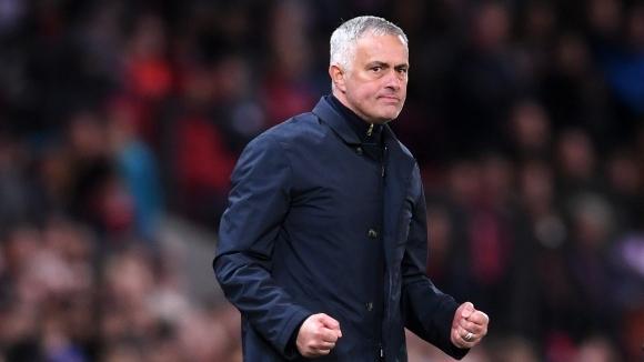 Шефовете на Манчестър Юнайтед успокоили Моуриньо със SMS
