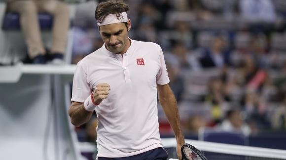 Федерер се измъчи, но се пребори с шампиона от Токио в Шанхай