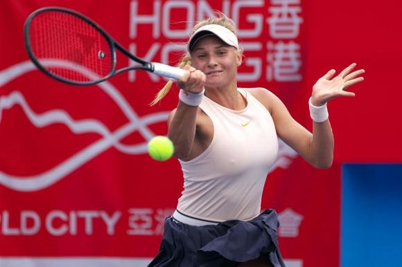 18-годишна украинка ще играе финал в Хонконг, Ван Цян прекърши Мугуруса
