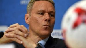 Ван Бастен напуска ФИФА
