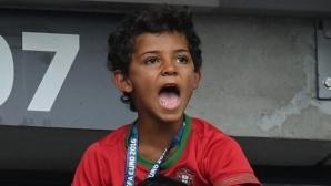 Кристиано се похвали с голове на сина си (видео)