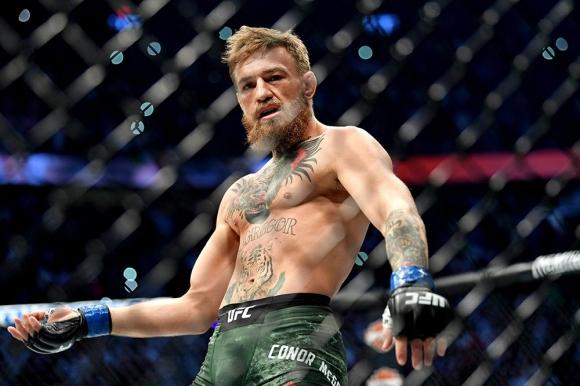 Вижте как фен влезе в клетката, за да помогне на Конър на UFC 229 (видео)