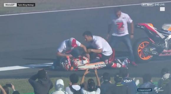 Маркес извади рамото си, докато празнува новата титла в MotoGP