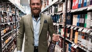 Конър Макгрегър радва фенове с уиски (видео)