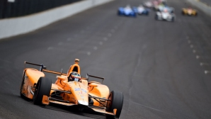 Макларън отлагат влизането си в Индикар, но Алонсо с шанс за Инди 500