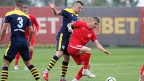 Царско село би в мач с 5 гола, останалите претенденти без грешка - резултати и класиране във Втора лига