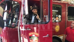 Конър Макгрегър пред пожарникарите от Бостън: Ще има реванш с Хабиб (видео)