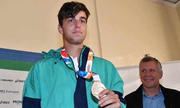 Адриан Андреев започна с убедителна победа на Мастърса за юноши