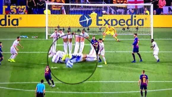 Вижте какво направи Брозович срещу Барса и как реагира Меси (видео)
