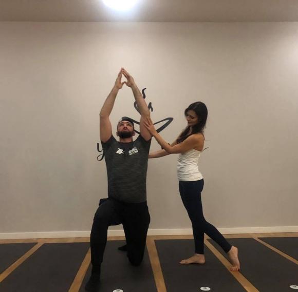 Хюи Фюри на йога преди мача с Кобрата