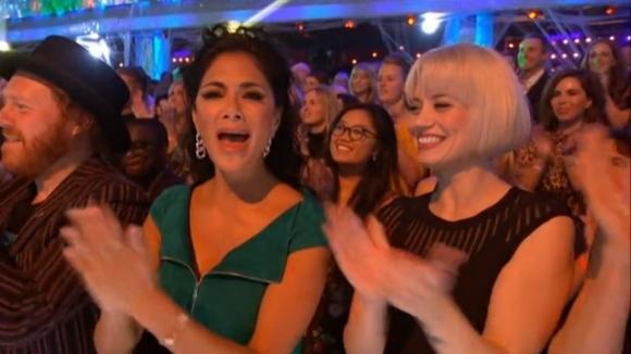 Кого подкрепя Никол с толкова ентусиазъм... (видео)