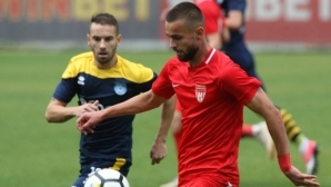Монтана се измъкна в последната минута в Радомир, Локо (София) удари Пирин - кръгът във Втора лига