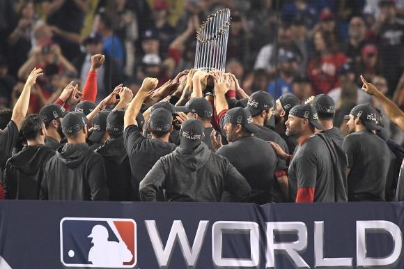 Четвърта купа за 15 сезона: Бостън Ред Сокс вече е №1 в бейзбола през XXI век (видео)