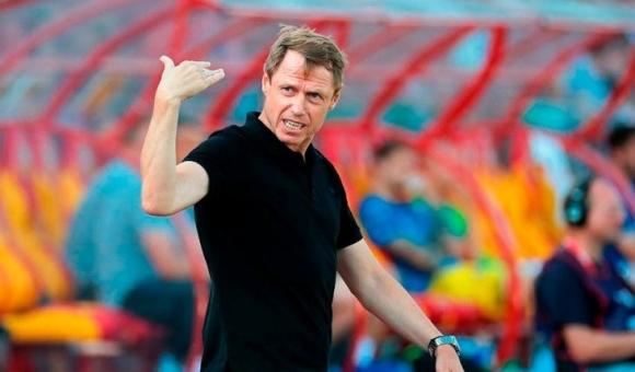 Треньорът на Костадинов и Александров отива при Попето