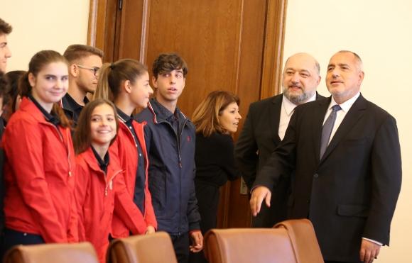 Красен Кралев представи на премиера българските медалисти от Буенос Айрес