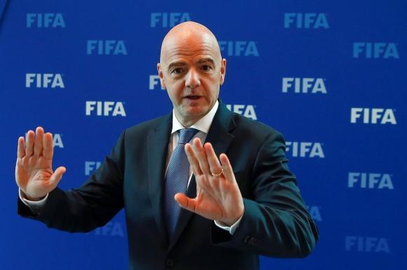 Президентът на ФИФА помогнал на Ман Сити и ПСЖ да заобиколят финансовия феърплей