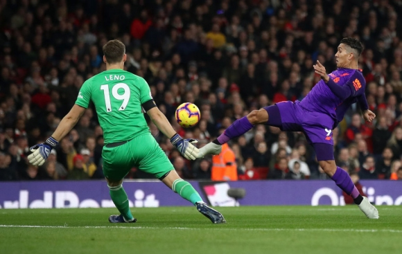 """Сериите на Арсенал и Ливърпул продължиха след страхотно дерби на """"Емиратс"""" и спорно решение (видео)"""