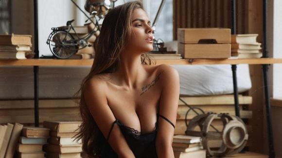 Вики Одинцова свали дрехите (снимки)