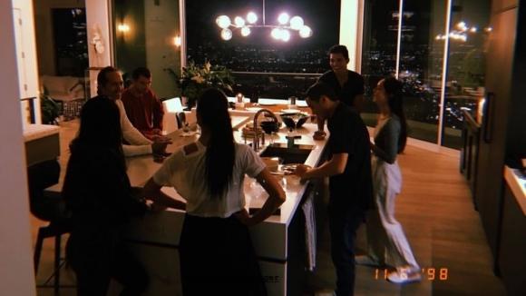 Григор и Никол вдигнаха шумно грил парти в Ел Ей (видео)