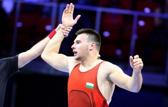 Трикото на Кирил Милов ще бъде изложено в спортната зала в Дупница