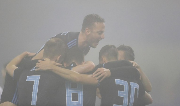 """Динамо Загреб продължава напред в Лига Европа след успех в мъглата на """"Максимир"""""""