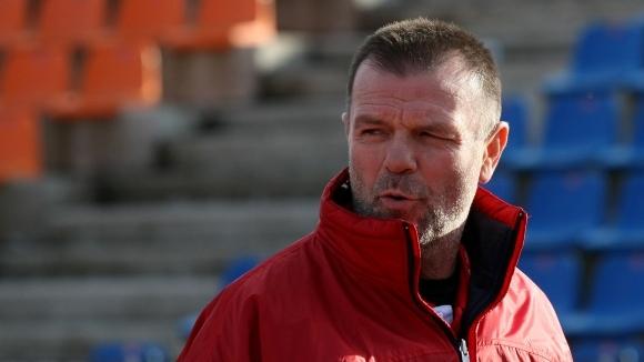 """Червените"" канят Стойчо Младенов"