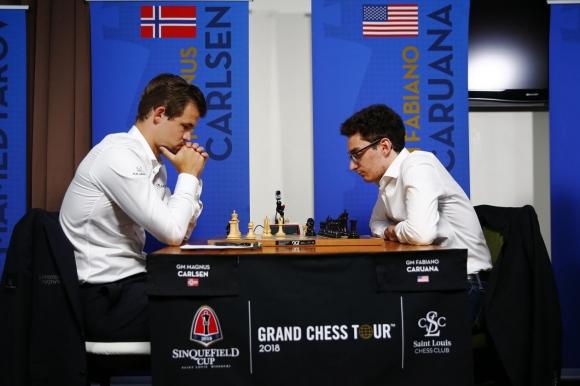 Карлсен и Каруана завършиха реми в първата партия за световната титла по шахмат