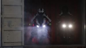BMW олекоти мотоциклета S 1000 RR и улесни управлението му