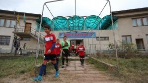 Битката с тежките условия на футболните деца от Металург (Перник) видени през обектива на Sportal.bg (видео + галерия)