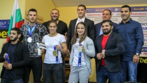 Тайбе Юсеин и Биляна Дудова получиха премии за спечелените медали от СП по борба