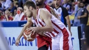Олимпиакос и Везенков с пета поредна победа