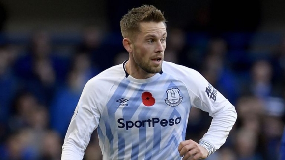 Гилфи Сигурдсон пропуска предстоящите мачове на Исландия