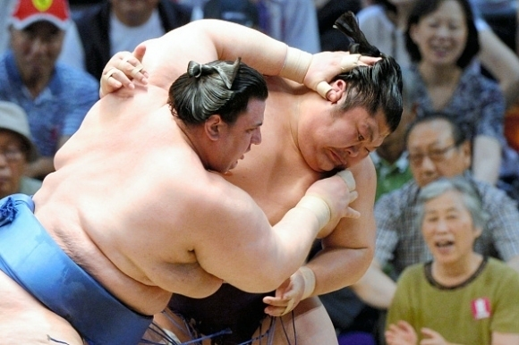 Аоияма с първа победа във Фукуока