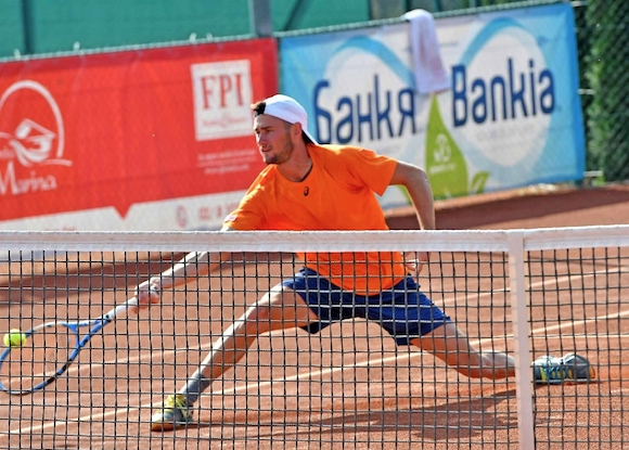 Полуфинал на двойки и четвъртфинал на сингъл за Донев в Анталия