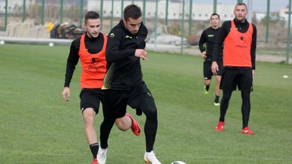 Нов футболист започна тренировки с Ботев (Пд)